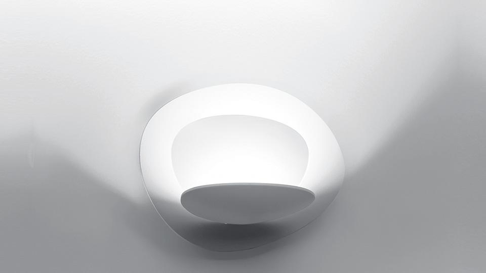 wandlampe pirce von artemide. Black Bedroom Furniture Sets. Home Design Ideas