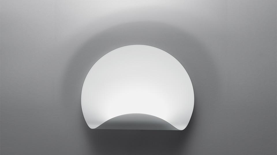 Dinarco lampada da parete di artemide lampade a parete for Lampade a led vendita online