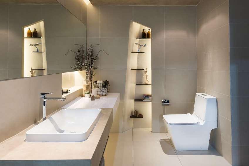 Das Badezimmer Ist Ein Viel Besuchter Ort. Hier Beginnt In Der Regel Der  Tag Und Endet Auch Dort. Entsprechend Wohl Sollten Sie Sich Darin Auch  Fühlen, ...