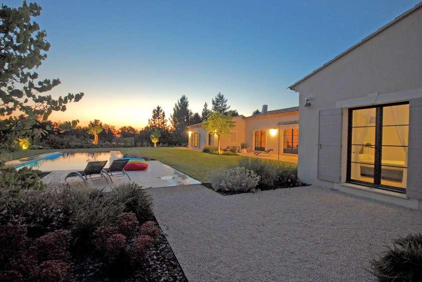 gartenbeleuchtung 6 tipps f r das perfekte licht platinlux. Black Bedroom Furniture Sets. Home Design Ideas